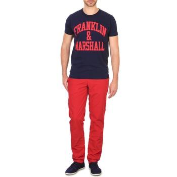 vaatteet Miehet Chino-housut / Porkkanahousut Franklin & Marshall GLADSTONE Red