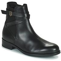 kengät Naiset Bootsit Tommy Hilfiger TH HARDWARE ON BELT FLAT BOOT Musta