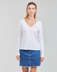 vaatteet Naiset T-paidat pitkillä hihoilla Tommy Hilfiger REGULAR CLASSIC V-NK TOP LS Valkoinen
