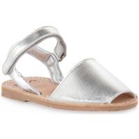 kengät Tytöt Sandaalit ja avokkaat Rio Menorca RIA MENORCA METALIZADO PLATA Grigio