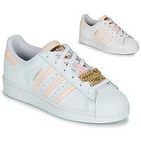 kengät Naiset Matalavartiset tennarit adidas Originals SUPERSTAR W Valkoinen / Vaaleanpunainen / Bijou