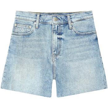 vaatteet Naiset Shortsit / Bermuda-shortsit Calvin Klein Jeans J20J215897 Sininen