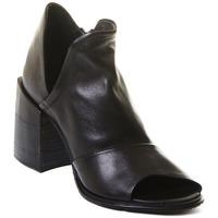 kengät Naiset Nilkkurit Rebecca White T0504 |Rebecca White| D??msk?? kotn??kov?? boty z ?ern?? telec?? k??e,