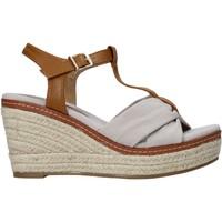 kengät Naiset Sandaalit ja avokkaat Refresh 72878 Beige