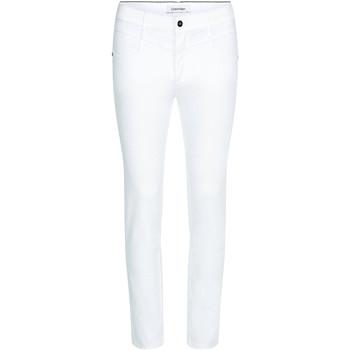 vaatteet Naiset Slim-farkut Calvin Klein Jeans K20K202836 Valkoinen