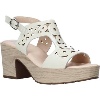 kengät Naiset Sandaalit ja avokkaat CallagHan 28701 Beige