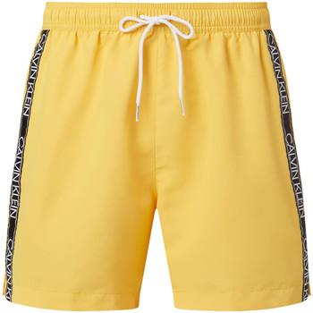 vaatteet Miehet Shortsit / Bermuda-shortsit Calvin Klein Jeans KM0KM00558 Keltainen