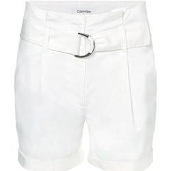 vaatteet Naiset Shortsit / Bermuda-shortsit Calvin Klein Jeans K20K202820 Valkoinen