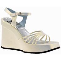 kengät Naiset Sandaalit ja avokkaat No End  Beige