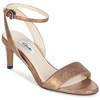 kengät Naiset Sandaalit ja avokkaat Clarks AMALI JEWEL Gold
