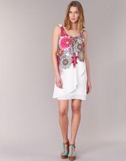 vaatteet Naiset Lyhyt mekko Desigual LIORASA White / Red / Pink