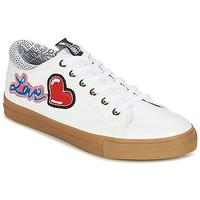 kengät Naiset Matalavartiset tennarit Love Moschino JA15213G15 White