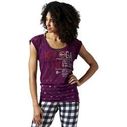 vaatteet Naiset Lyhythihainen t-paita Reebok Sport Yoga New York Violetit