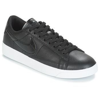 kengät Naiset Matalavartiset tennarit Nike BLAZER LOW ESSENTIAL W Black