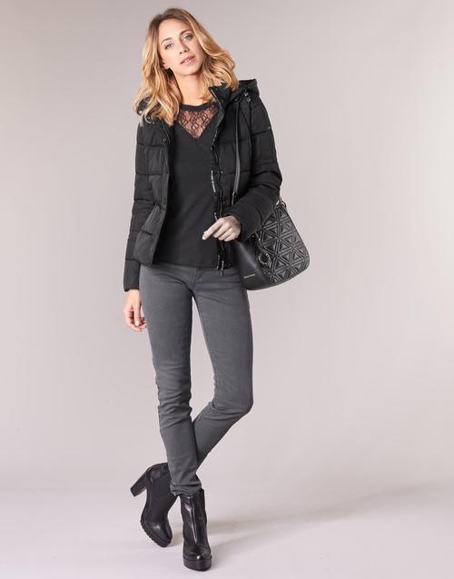 vaatteet Naiset Skinny-farkut Emporio Armani YEARAW Black