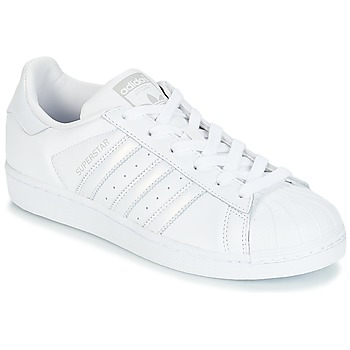 kengät Naiset Matalavartiset tennarit adidas Originals SUPERSTAR W White / Silver