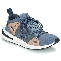 kengät Naiset Matalavartiset tennarit adidas Originals ARKYN W Harmaa / Beige