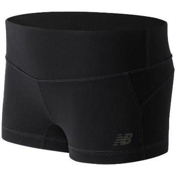 vaatteet Naiset Shortsit / Bermuda-shortsit New Balance WS53106BK black