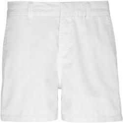 vaatteet Naiset Shortsit / Bermuda-shortsit Asquith & Fox AQ061 White